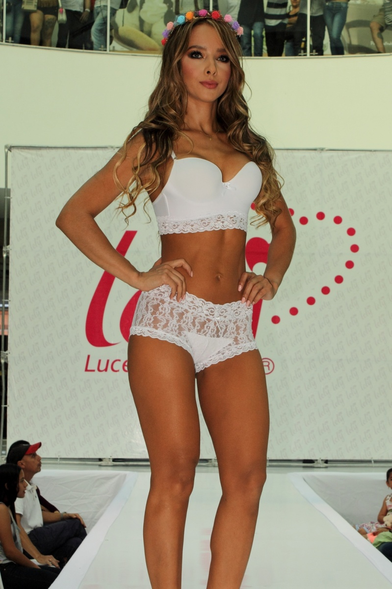 Modelo colombiana sandra herrera desfile de ropa interior modelos desfiles y pasarelas for Ropa interior colombiana marcas