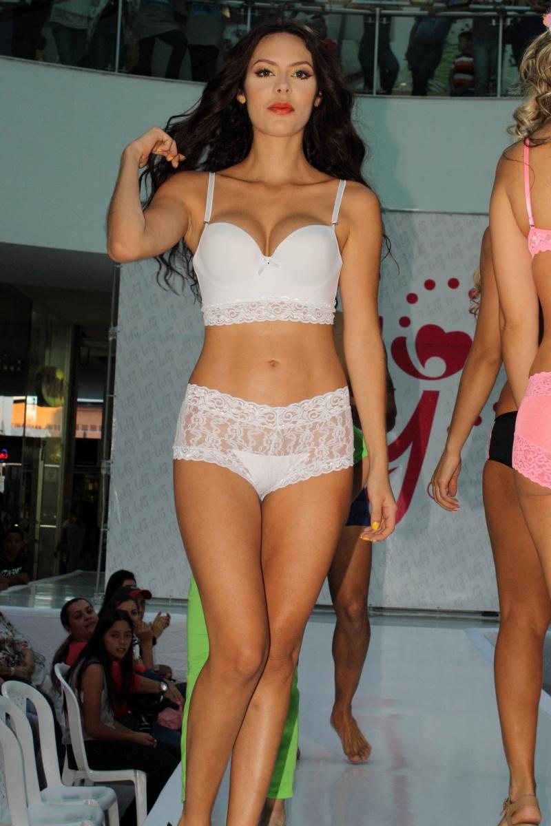 Modelo desfile de ropa interior lely medell n colombia modelos desfiles y pasarelas - Hiba abouk en ropa interior ...