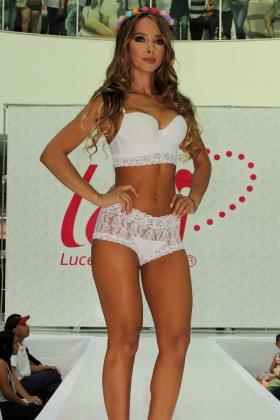 Modelo Colombiana - Sandra Herrera - Desfile de Ropa Interior