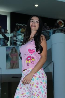 Modelo Lely - Pijama Pantalón - Desfile de Ropa Interior
