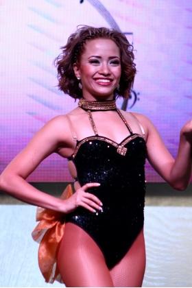 Bailarina de Salsa - Traje Negro - Medellín