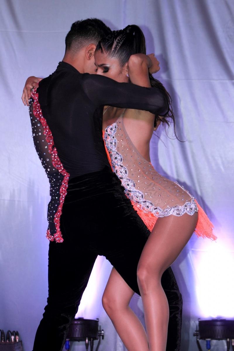 Expresiones Artísticas - Bachata - Pareja de Baile