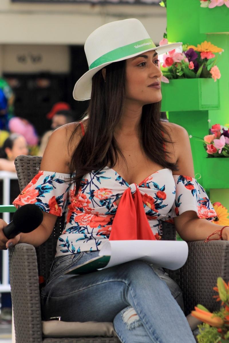 Feria de las Flores Medellín - Desfile de Chivas - Presentadora Teleantioquia