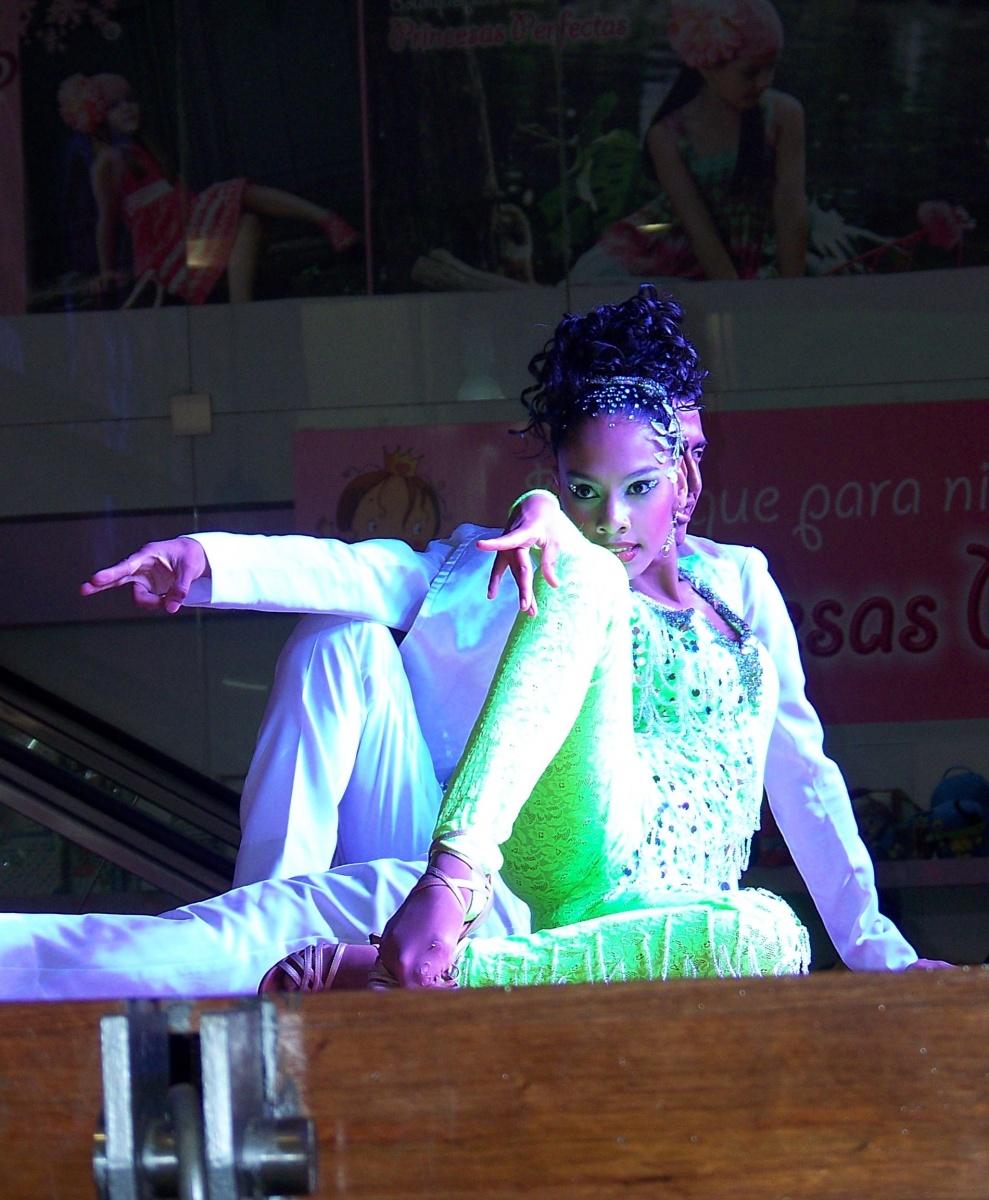 Personas - Mujer Bailarina Colombia