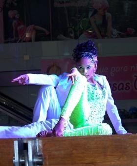 Mujer Bailarina Colombia