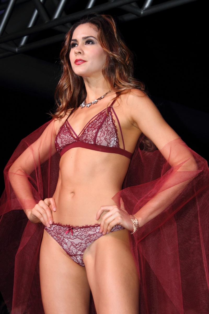 Desfile ropa interior f jate parque comercial el tesoro modelos desfiles y pasarelas - Desfiles ropa interior femenina ...
