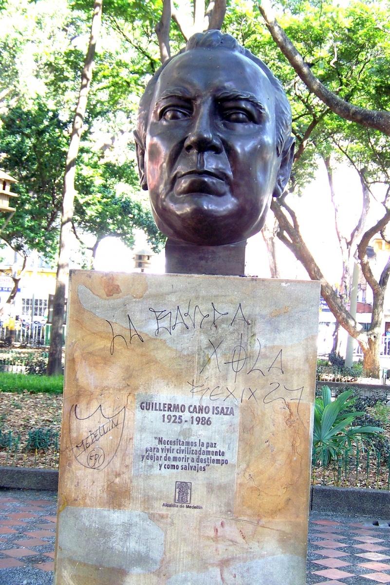 Urbano - Guillermo Cano Isaza - Busto - Parque de Bolívar Medellín
