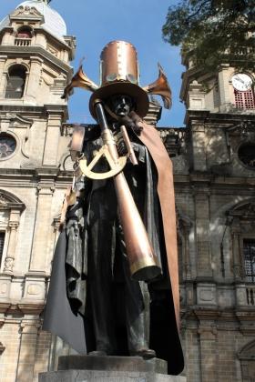 Escultura Francisco de Paula Santander - Medellín