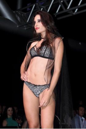 Fájate Medellín - Modelos Desfile de ropa interior