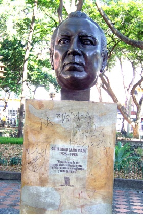 Guillermo Cano Isaza - Busto - Parque de Bolívar Medellín